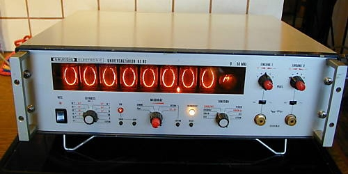 A frequency counter, most likely using a ZM1025